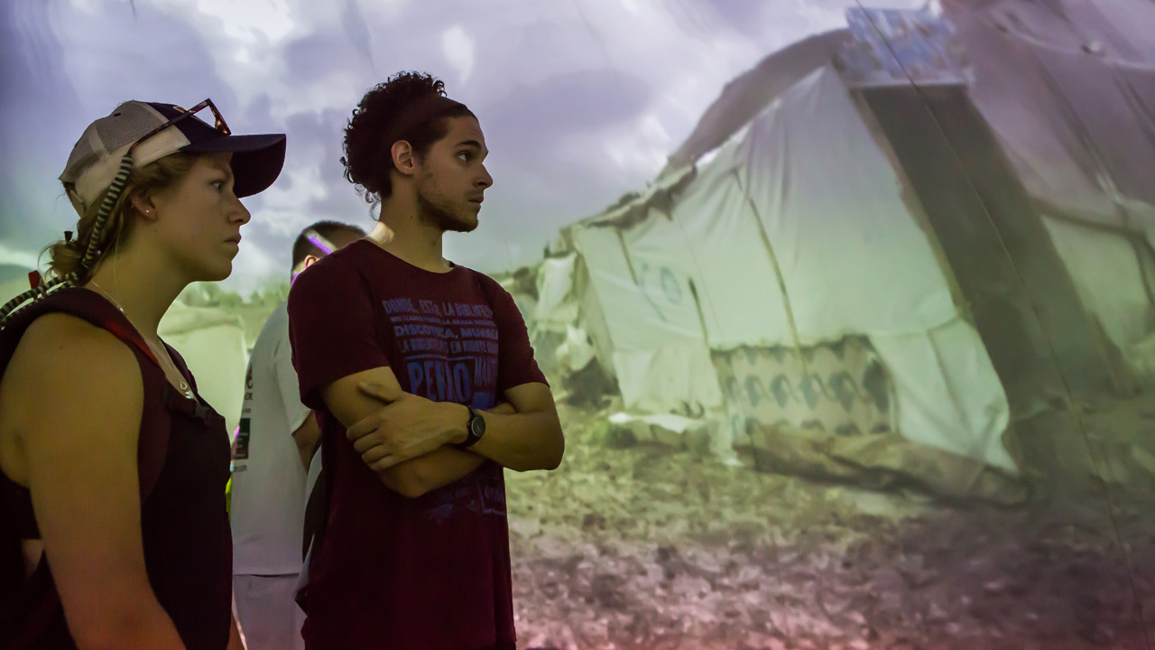 This VR Exhibit Lets You Witness The Refugee Crisis Firsthand